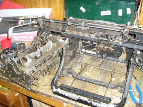 Photo showing the dismanted typewriter.